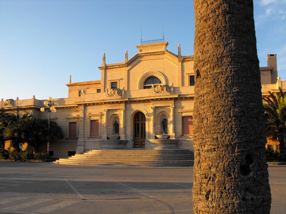 50 luoghi da visitare in sicilia c 39 una sicilia da for Arte arredi sciacca